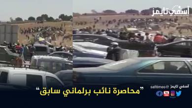 صورة بالفيديو : هكذا حاصر زوار موسم محمد السباعي بآسفي نائبا برلمانيا سابقا.. التفاصيل